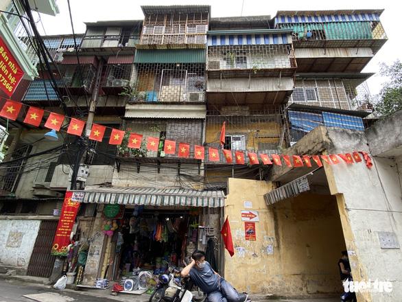 Hà Nội yêu cầu cuối tháng 5 phải báo cáo kế hoạch xây lại chung cư cũ 60 Thổ Quan - Ảnh 1.