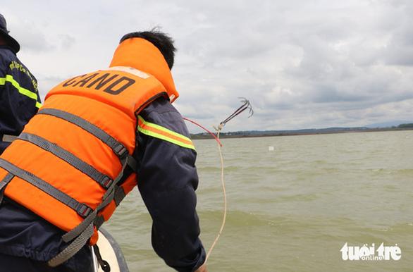 Tìm thấy thi thể nạn nhân trong vụ chìm tàu hút cát trên hồ Đại Ninh - Ảnh 1.