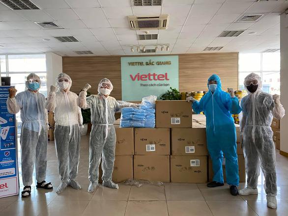 Viettel hoàn thành lắp đặt và kết nối 3.000 camera giám sát tại khu vực cách ly - Ảnh 2.
