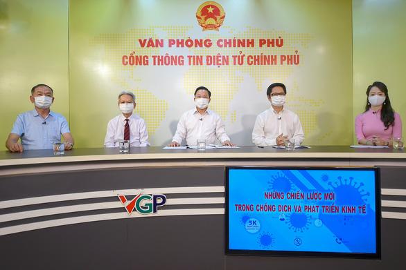 Chuyên gia đề nghị: Cần nhanh chóng tiêm vắc xin cho 70% dân số để đạt miễn dịch cộng đồng - Ảnh 1.