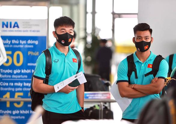 Đội tuyển Việt Nam đến sân bay Nội Bài, lên đường đi UAE - Ảnh 4.