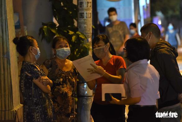 Khoanh vùng một tòa nhà ở quận Phú Nhuận và một phần Bệnh viện Nhân dân Gia Định - Ảnh 8.