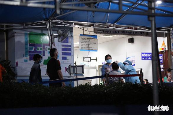 NÓNG: Một ca dương tính COVID-19 làm việc ở Phú Nhuận, TP.HCM - Ảnh 2.