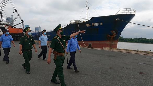 Vận động người dân ký cam kết không lén lút tiếp xúc thủy thủ, tiếp tay nhập cảnh trái phép - Ảnh 1.