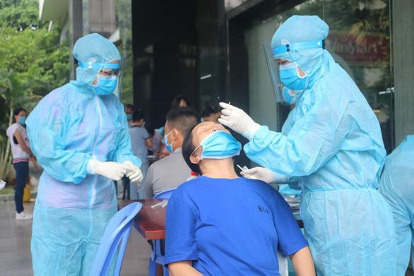 TP.HCM khẩn trương xét nghiệm kháng nguyên SARS-CoV-2 tại các cơ sở y tế - Ảnh 1.