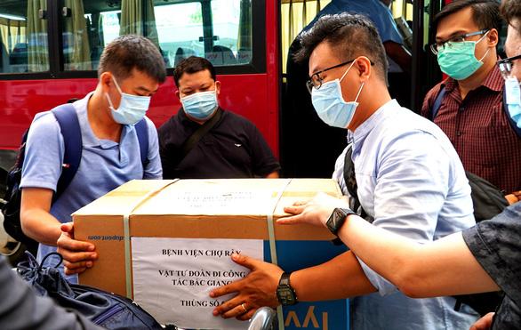Dồn lực hỗ trợ Bắc Ninh và Bắc Giang - Ảnh 1.