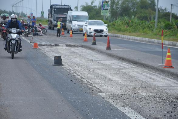 Đoạn quốc lộ hơn 4.000 tỉ chưa nghiệm thu đã hư hỏng - Ảnh 1.