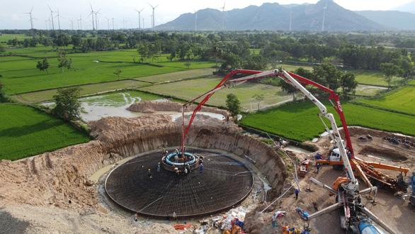 Hàng trăm triệu USD rót vào dự án năng lượng tái tạo quy mô lớn ở Việt Nam - Ảnh 1.