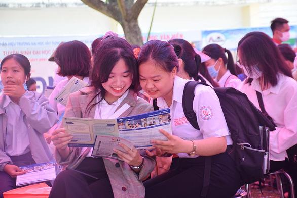 Tuyển sinh đại học 2021: Nóng với xét tuyển học bạ - Ảnh 1.