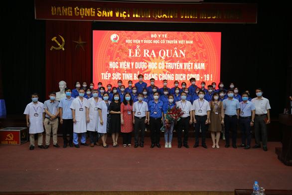 100 giảng viên, sinh viên trường y lên đường chi viện Bắc Giang, Bắc Ninh dập dịch - Ảnh 2.