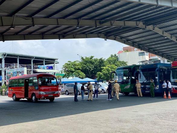 TP.HCM: Hàng quán không phục vụ tại chỗ, xem xét tạm dừng vận tải hành khách đường bộ - Ảnh 1.