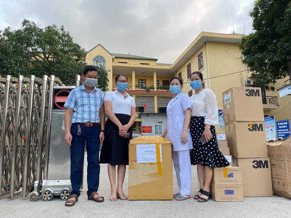 Cựu học sinh Bắc Giang ủng hộ tuyến đầu chống dịch COVID-19 hơn 2 tỉ đồng - Ảnh 1.