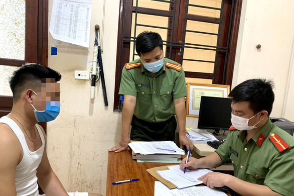 Tung tin vải thiều bị ép giá, 2 người bị xử phạt 10 triệu đồng - Ảnh 1.