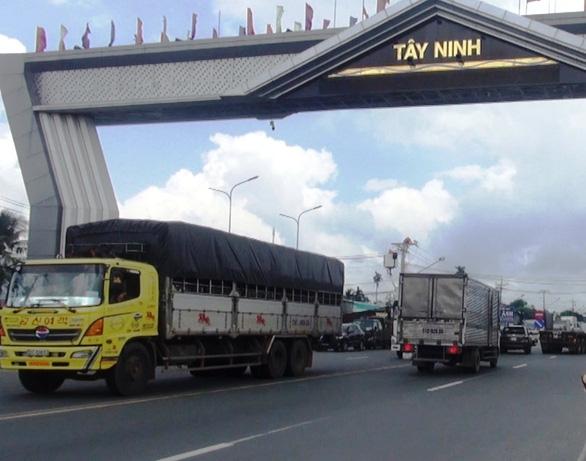 Tây Ninh lập chốt phòng dịch COVID-19 tại các cửa ngõ - Ảnh 1.
