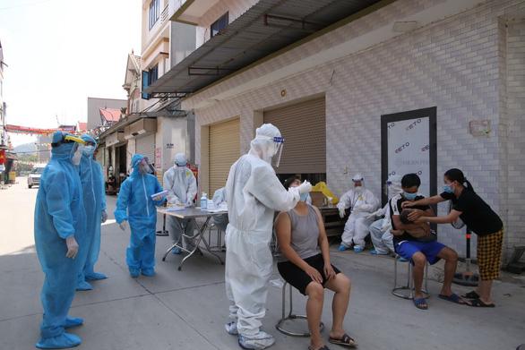 Thủ tướng Phạm Minh Chính: Phải tiếp cận mọi khả năng để mua vắc xin - Ảnh 4.