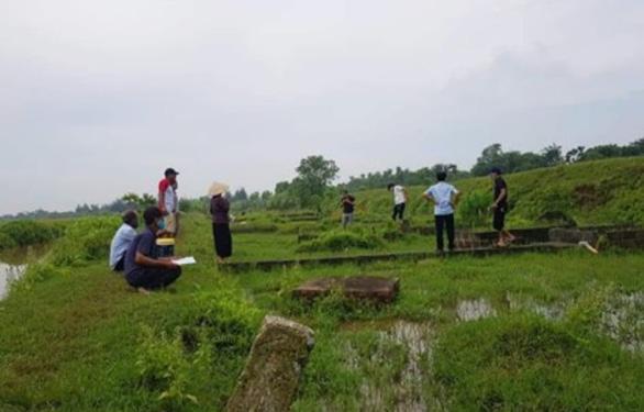 Hàng trăm ngôi mộ tại Thái Bình bỗng dưng bị khoan lỗ - Ảnh 1.