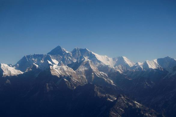 Người phụ nữ chinh phục đỉnh Everest nhanh nhất thế giới - Ảnh 1.