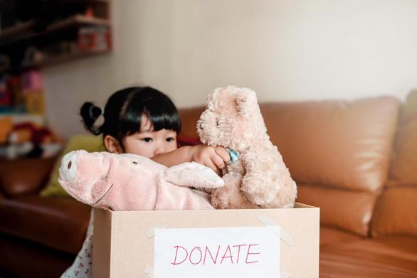Học trẻ con cách làm từ thiện - Ảnh 2.