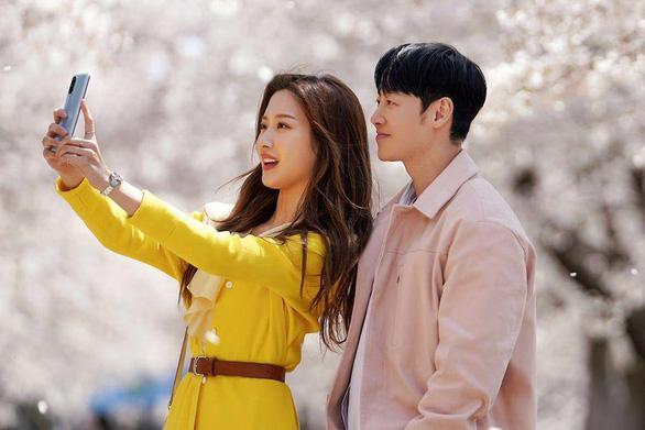 Moon Ga Young và mối tình định mệnh trong Tìm em trong ký ức - Ảnh 1.