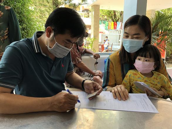 COVID-19 ngày 29-5: Bình Định tìm hành khách đi trên chuyến bay VJ437 từ Nội Bài về sân bay Phù Cát - Ảnh 6.
