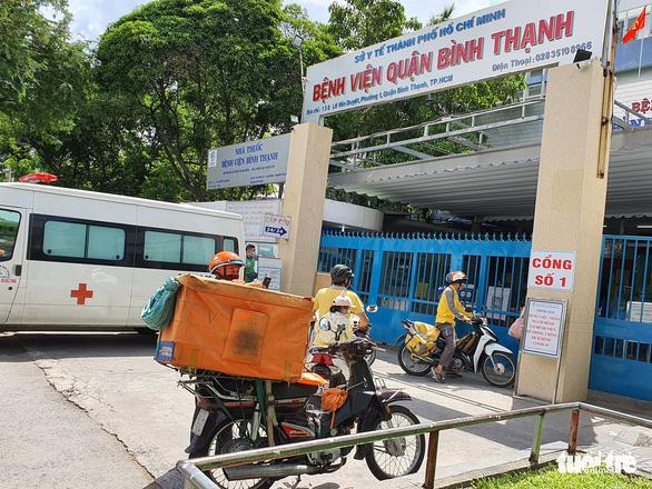 Bệnh viện quận Bình Thạnh tạm ngưng nhận bệnh vì 3 ca nghi COVID-19 đến khám - Ảnh 2.