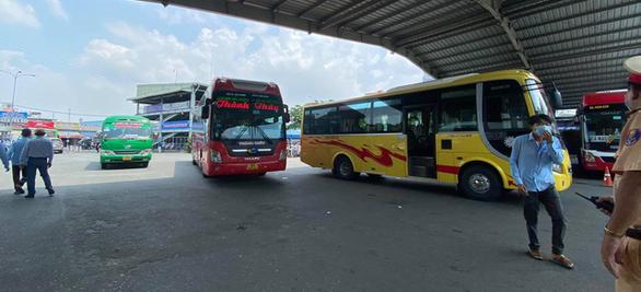 COVID-19 ngày 29-5: Bình Định tìm hành khách đi trên chuyến bay VJ437 từ Nội Bài về sân bay Phù Cát - Ảnh 1.
