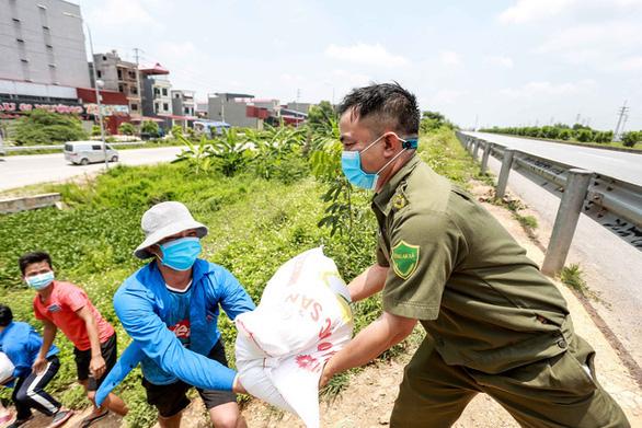 COVID-19 ngày 29-5: Bình Định tìm hành khách đi trên chuyến bay VJ437 từ Nội Bài về sân bay Phù Cát - Ảnh 2.