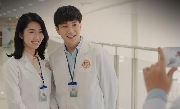 Nhìn lại 25 năm diễn xuất của Chi Bảo, Xuân Lan lên án việc phát tán clip 18+ - Ảnh 3.