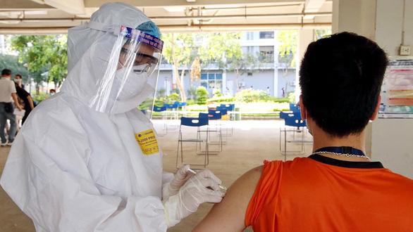 Doanh nghiệp muốn cùng Chính phủ lo vắcxin - Ảnh 1.