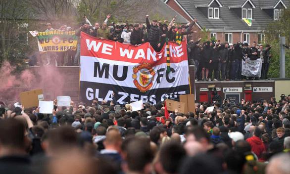 Hai cựu đội trưởng Man Utd ủng hộ các CĐV biểu tình - Ảnh 1.
