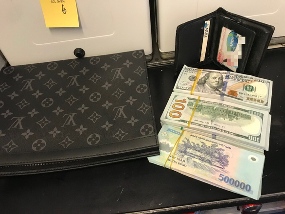 Lại một hành khách bỏ quên hơn 1 tỉ đồng khi bay từ Hà Nội vô Đà Nẵng - Ảnh 1.