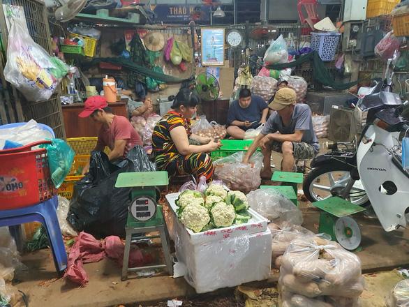 Phát hiện ca dương tính COVID-19 lần 1 làm việc trong chợ Bình Điền - Ảnh 1.