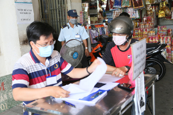 Bà Rịa - Vũng Tàu: Đi từng điểm công cộng xử phạt người không đeo khẩu trang - Ảnh 5.