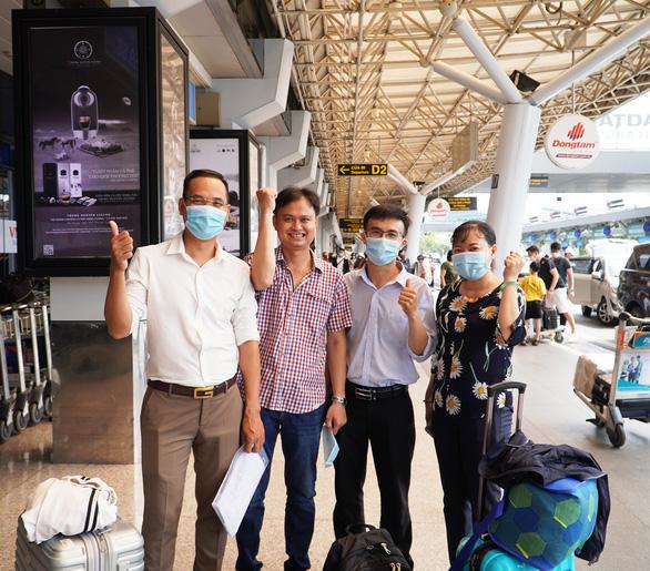Bệnh viện Chợ Rẫy cử 4 chuyên gia sang hỗ trợ Lào chống dịch COVID-19 - Ảnh 2.