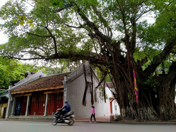 Hà Nội tạm đóng cửa di tích, trà đá vỉa hè từ 17h ngày 3-5 - Ảnh 1.