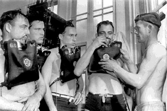 Ly kỳ giải cứu tàu ngầm dưới biển khơi - Kỳ 1: Buồng lặn cứu mạng 33 người - Ảnh 1.