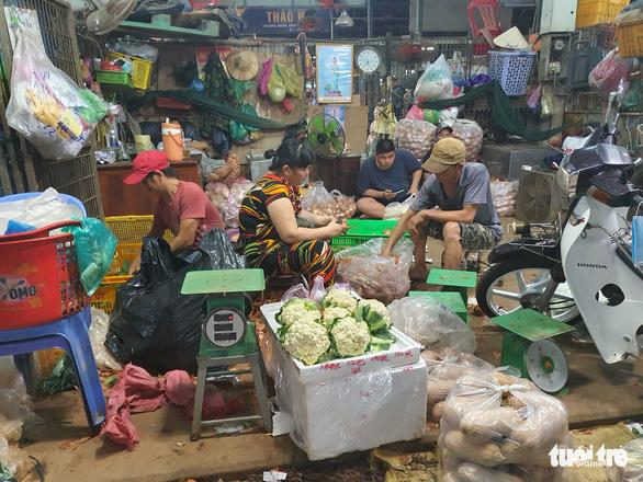 Đón 20.000 người khắp tỉnh thành mỗi ngày, nguy cơ lây dịch chợ Bình Điền rất cao - Ảnh 2.