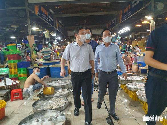 Đón 20.000 người khắp tỉnh thành mỗi ngày, nguy cơ lây dịch chợ Bình Điền rất cao - Ảnh 1.