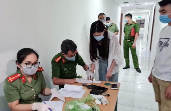 46 người nhập cảnh trái phép ở Hà Nội được phát hiện trong đêm là người Trung Quốc - Ảnh 4.