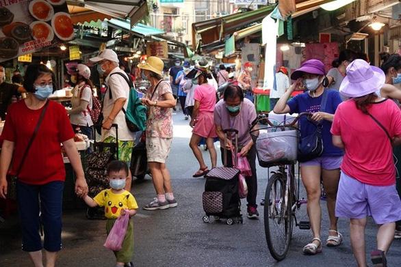 COVID-19 gia tăng, Đài Loan cân nhắc nâng cấp độ chống dịch - Ảnh 1.