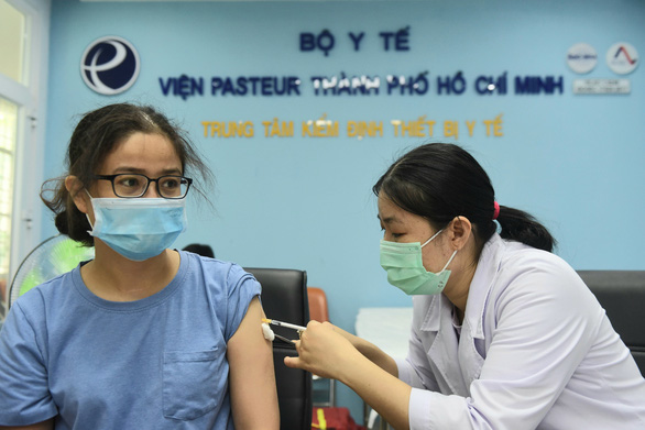 Huy động mọi nguồn lực mua vắc xin - Ảnh 2.