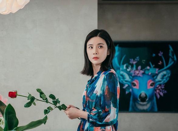Hoàng Quyên thành nàng Eva, Quang Trung hát livestream mùa dịch đạt nửa triệu lượt xem - Ảnh 6.