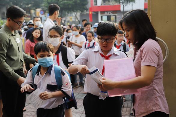 Trường THPT chuyên Trần Đại Nghĩa dời lịch thu hồ sơ tuyển sinh lớp 6 - Ảnh 1.