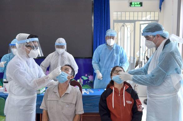 1 ca nhiễm COVID-19 làm việc tại kho hàng trăm người ở KCN Vĩnh Lộc - Ảnh 1.