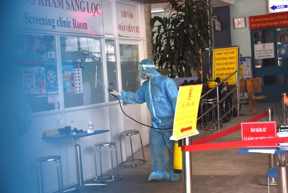 Bệnh viện quận Bình Thạnh bị tạm phong tỏa - Ảnh 1.