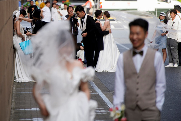 Trung Quốc cho phép sinh 3 con, các công ty mẹ và bé trúng đậm - Ảnh 1.
