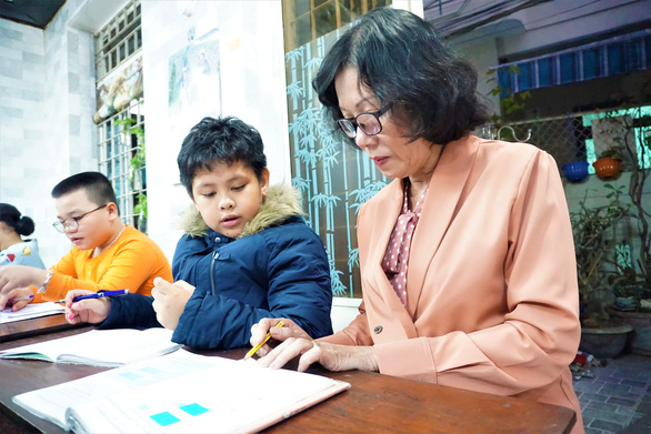 Tấm lòng thơm thảo của cô giáo về hưu - Ảnh 1.