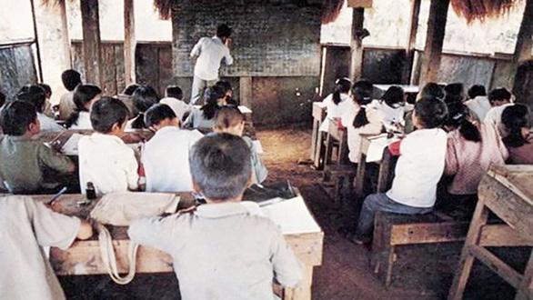 Sân trường kỷ niệm - Kỳ 5: Những lớp học treo ngày đầu hòa bình - Ảnh 2.