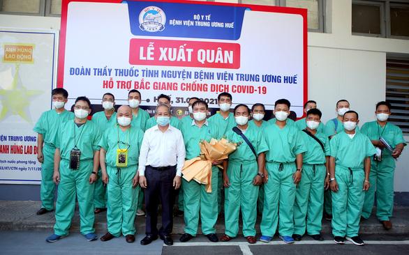 Y bác sĩ Thừa Thiên Huế lên đường vào tâm dịch Bắc Giang chống dịch - Ảnh 2.