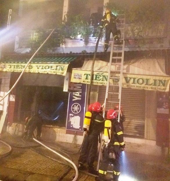 Công an nhận định chập điện gây cháy nhà làm chết 2 người ở Q.3 - Ảnh 1.